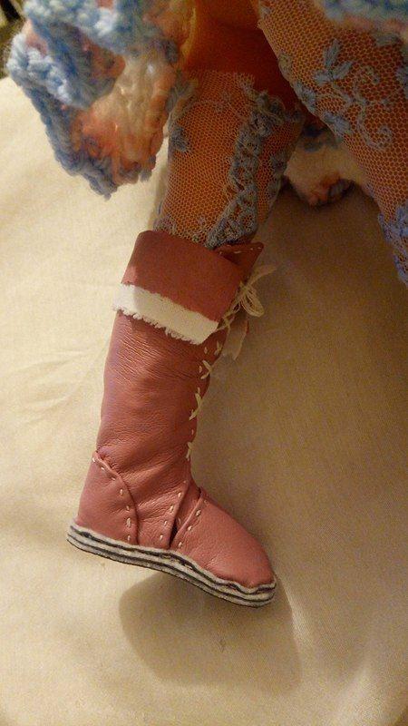 tuto gratuit poupée: Bottes en simili cuir rose pour poupée