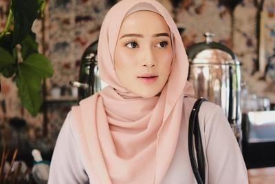 Inilah Style Hijab Yang Lagi Populer Dan Banyak Dipakai Para Hijabers Saat Kondangan Jilbab Sederhana Tutorial Hijab Pashmina Hijab