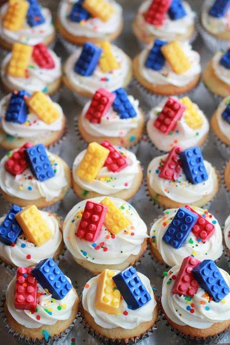 -How to throw a Lego birthday party: a real mom's guide - The Many Little Joys .- How to throw a Lego birthday party: a real mom's guide – The Many Little Joys – Kindergeburtstag: Deko, Rezepte, Spielideen, Einladungskarten – <br Cake Lego, Bolo Lego, Lego Cupcakes, Minecraft Cake, Themed Cupcakes, Lego Themed Party, Lego Birthday Party, Birthday Party Decorations, Birthday Parties