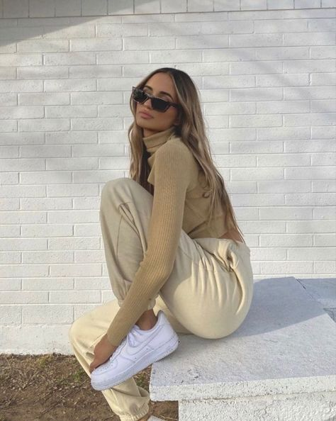 Image about girl in Fashion Style Outfits by The World of M! Look Fashion, Hijab Fashion, Autumn Fashion, Fashion Tips, Autumn Aesthetic Fashion, Fashion Beauty, Classy Fashion, Petite Fashion, French Fashion