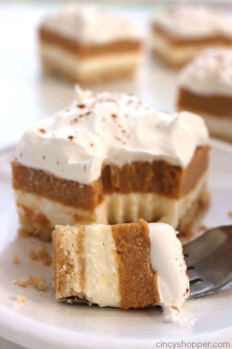 Simple to make. Great for Thanksgiving dessert. These Pumpkin Lush Bars will make for a delicious fall layered dessert. You will find layers of cream cheese filling, pumpkin pudding, and whipped topping, Layered Desserts, Brownie Desserts, Köstliche Desserts, Delicious Desserts, Health Desserts, Pumpkin Pudding, Pumpkin Bars, Pumpkin Dessert, Vegan Pumpkin
