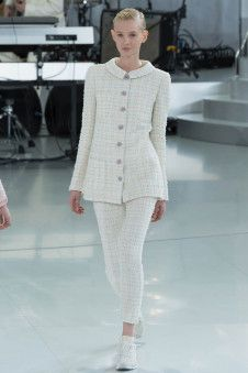 Chanel Spring 2014 Couture - Runway Photos - Fashion Week - Runway, Fashion Shows and Collections - Vogue