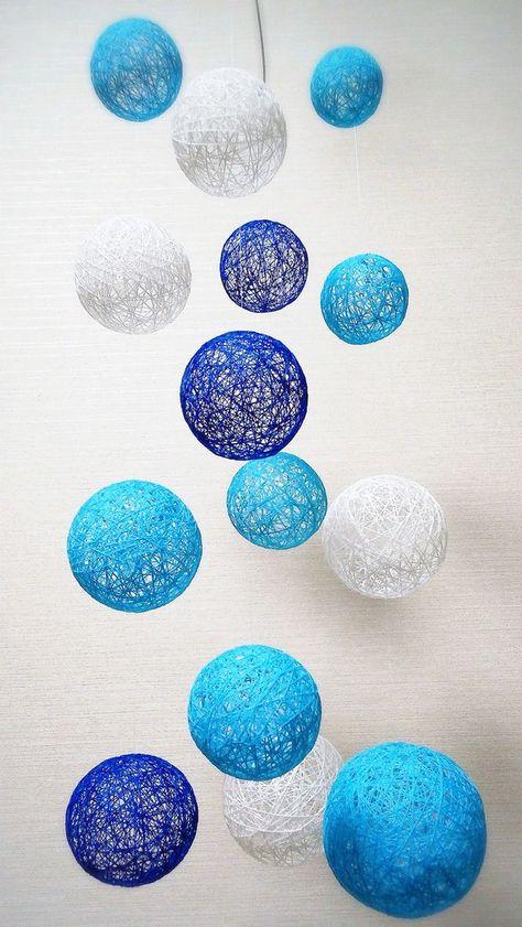 糸玉で作成したのはやっぱりモビールです(^^)ブルーの糸玉がチラリ。クルクルフワフワかわいいです(^^)【材料】糸 ボンド テグス カニカン 輪っか ワイヤー...