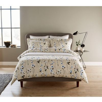 Pin By Gianina Danciu On Bedroom Duvet Sets Bed Linens Luxury Duvet Cover Sets