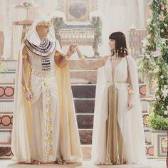 Hj me tornarei a Grande Esposa Real! Que os Deuses nos protejam! #casamentoramsesenefertari #nefertari #ramses @novelaosdezmandamentos @recordoficial