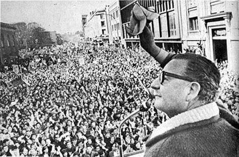 #AllendeVive Yo pisaré las calles nuevamente de lo que fue Santiago ensangrentada y en una hermosa plaza liberada ..9/11/2016
