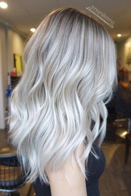 Platinum Blonde Highlights With Blonde Lowlights Silver Blonde Hair Platinum Blonde Hair Color Platinum Blonde Hair