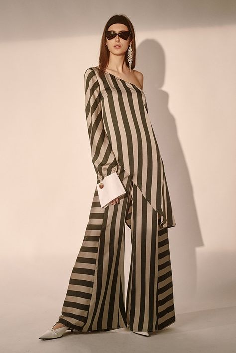 High waisted wide leg pants with contrasting direction stripes. Featuring a zip and button closure.Model is wearing a size small.