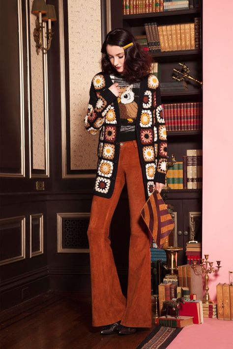 Alice + Olivia Pre-Fall 2016 Fashion Show 70s Inspired Fashion, 60s And 70s Fashion, Retro Fashion, Boho Fashion, Fashion Show, Seventies Fashion, Fashion Trends, 70s Outfits, Hippie Outfits