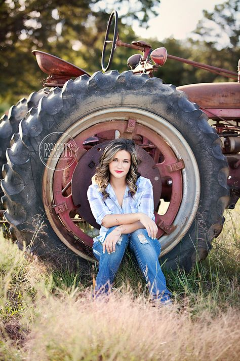 Country Senior Pictures With Dogs + Country Senior Pictures – country senior pi… - Amy's World Tractor Senior Pictures, Horse Senior Pictures, Softball Senior Pictures, Unique Senior Pictures, Country Senior Pictures, Cheer Pictures, Country Poses, Graduation Pictures, Senior Portraits Girl