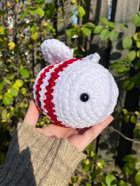 Crochet Bee, Kawaii Crochet, Kawaii Diy, Cute Crochet, Crotchet, Crochet Hats, Fun Diy Crafts, Yarn Crafts, Crochet Designs