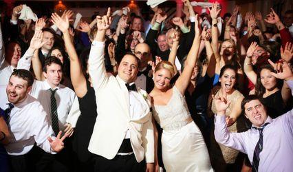 Brunch Wedding Keeping Guests Entertained Weddings Community Conversations Wedding Forums Weddingwire Wedding Dj Wedding Music Dj