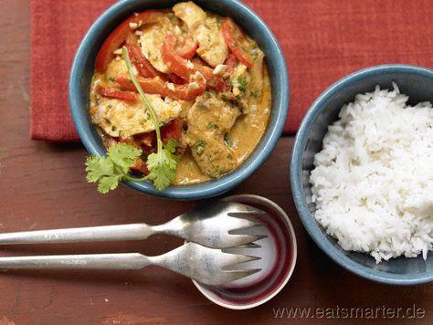 Als Idee für heute Mittag und fertig in nur 15 Minuten: Hähnchen-Erdnuss-Curry mit Paprika und Koriander - smarter - Kalorien: 597 Kcal | Zeit: 15 min. #lunch
