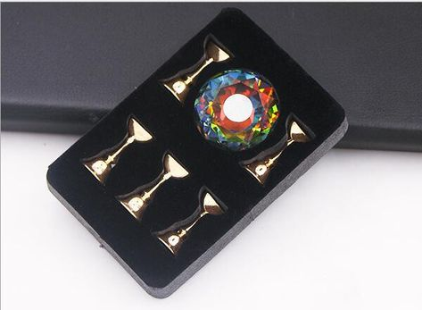 Magnetic Crystal Nail Tip Holder - 5 Stands Perfect for holding your tips while practising your nail art. It also looks beautiful for use in nail art photography. This is a must-have for every nail artist.