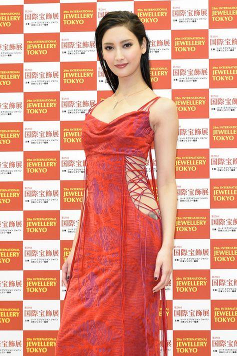 写真特集 10/13枚】菜々緒:赤のロングドレスで\u201c美くびれ\u201dも