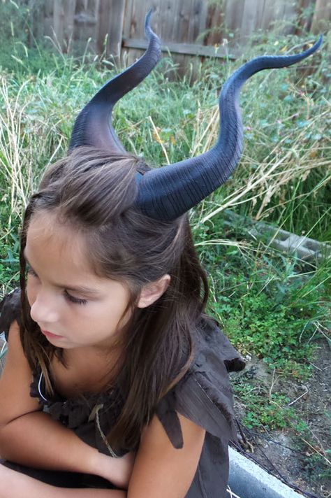 Classic Young Maleficent Inspired Horns Printed Dark Brown Horns comic-con from MudpiesandMajesty on Etsy. Maske Halloween, Halloween Diy, Halloween Makeup, Halloween House, Young Maleficent, Maleficent Makeup, Diy Maleficent Horns, Maleficent Costume Kids, Diy Costumes