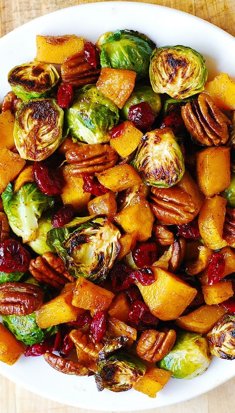 Roasted Brussel Sprouts, Cinnamon Butternut Squash, Pecans & Cranberries I didn't want to go to crazy healthy here because it's Thanksgiving after all. However, today I'm sharing a few tasty and healthier Thanksgiving recipes Thanksgiving Salad, Healthy Thanksgiving Recipes, Thanksgiving Sides, Healthy Recipes, Salad Recipes, Christmas Dinner Sides, Thanksgiving Vegetables, Vegetable Sides For Thanksgiving, Christmas Meal Ideas