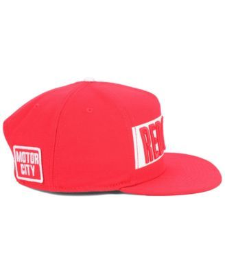 9bd795d0705 Authentic Nhl Headwear Detroit Red Wings Iconic Facing Snapback Cap - Red  Adjustable