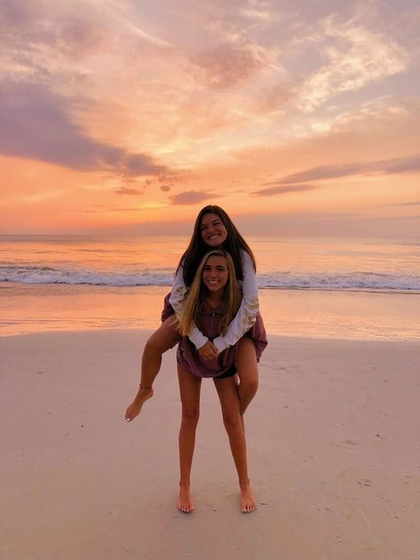 friends on the beach pictures * friends on the beach & friends on the beach pictures & friends on the beach quotes & friends on the beach photography Photos Bff, Best Friend Photos, Best Friend Goals, Bff Pics, Poses For Best Friends, Cute Beach Pictures, Cute Friend Pictures, Beach Picture Poses, Beach Sunset Pictures