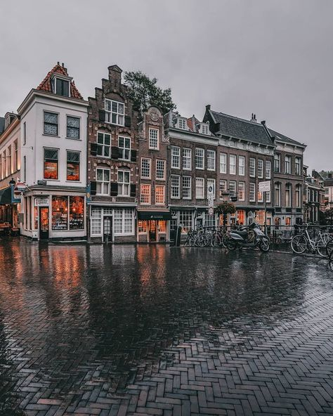 Utrecht, The Netherlands City Aesthetic, Travel Aesthetic, Utrecht, Rotterdam, Cool Places To Visit, Places To Travel, Europe Holidays, Photos Voyages, Beautiful Places