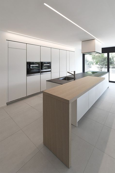 Cucina Varenna Alea moderna di design con piano snack in legno di ...
