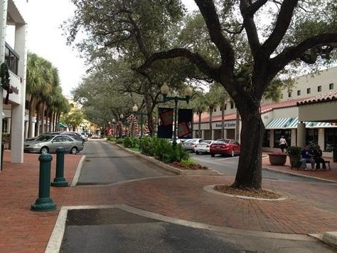 Miami Lakes Is A Suburb Of An Incorporated Town With Beautiful Restaurants Hoteluseums