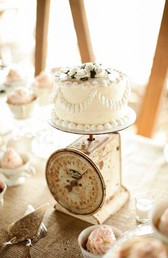 A yummy wedding cake, small style. | Cotton Farm Wedding