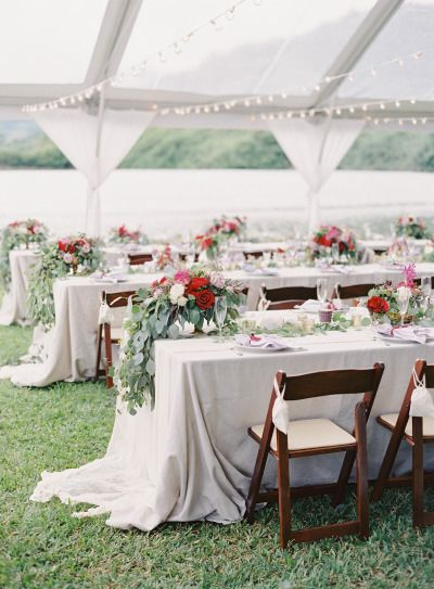 Al fresco tables: http://www.stylemepretty.com/2015/01/05/berry-colored-oahu-wedding/ | Photography: Great Romance - http://thegreatromancephoto.com/