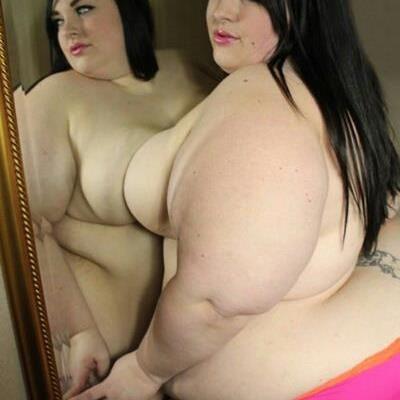BBW at the mirror
