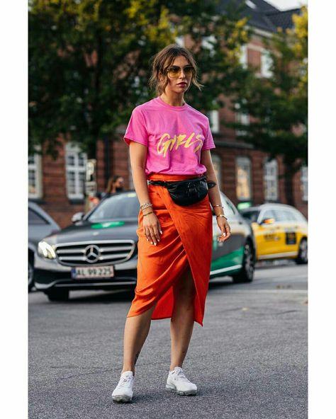 @stylesightworldwilde  Camiseta rosa com saia midi transpassada laranja  #camiseta #rosaelaranja #laranja #laranjaerosa #saia #saiamidi #saiaenvelope #moda #estilo #tendência #fashion #fashionblog #modamujer #modafeminina #streetstyle #streetfashion #streetwear #modaderua #estiloderua #outfitt #ootd #outfitoftheday #outfitideas #outfits #looks #lookoftheday #lookdodia #look #GostoDisto