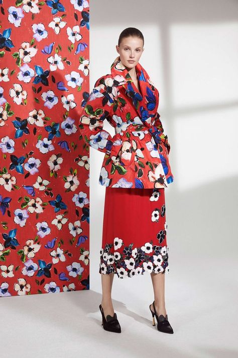 Escada Resort 2019 collection, runway looks - floral print jacket and matching skirt #womensfashion #womenswear #outerwear #floral #flowers #colorful #print #pattern #textile #textiledesign