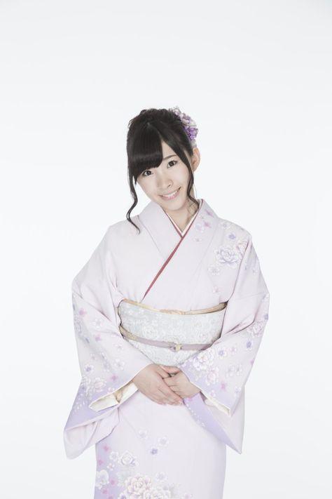 着物を着た岩佐美咲