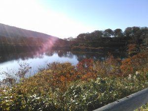 栗駒山麓の須川湖キャンプ場は秋田の穴場紅葉スポット 高原で夏は涼しい 2020 キャンプ場 湖 紅葉 キャンプ