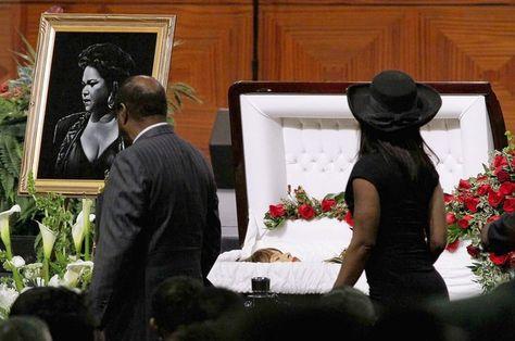 Etta James 32 Tragic Photos Of Open-Casket Funerals For Black Celebrities (Slide - Blackbeat