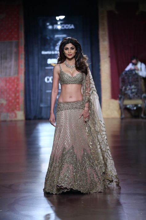 Rimple and Harpreet Narula and Rohit Bal took the vintage-glam route on Day 4 of Couture Week presenting bridal wear perfect for the modern day maharani.