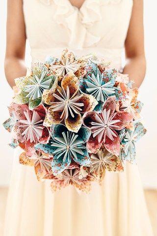 Bellissimo fai da te bouquet fatto da carta. DIY Paper Bouquet