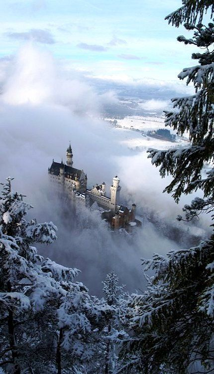 Rising From Out Of The Winter Mist Schloss Neuschwanstein Bavaria Germany Beautiful Castles Neuschwanstein Castle Castle