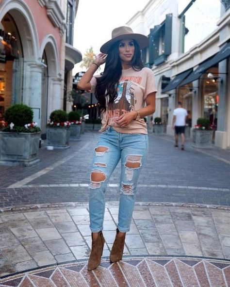 10 Retro Fashion Trends We Love In The - - 10 Retro Fashion Trends We Love In The – 2020 Fashion Trends Mode - {hashtag} Booties Outfit, Outfit Jeans, Tee Shirt, Tshirt And Jeans Outfit, Light Jeans Outfit, Distressed Jeans Outfit, Outfits With Hats, Casual Outfits, Cute Outfits