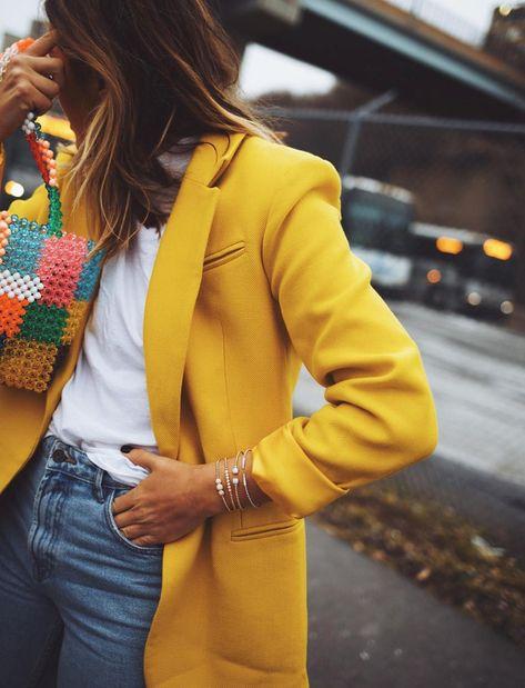Le blazer de couleur, l'allié de prédilection des journées