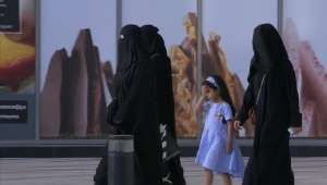 Saudi Arabia Allows Women To Travel Without Male Consent New Law Overseas Travel Saudi Arabia News