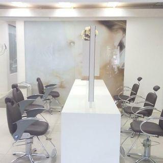 Decoracao Salao De Beleza Cadeiras Pretas E Bancada Branca