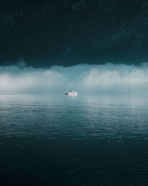"Ricardo Pilguj's Instagram profile post: ""MINIMAL MORNING VIEW - #hallstatt #hallstattlake #österreich #visitaustria #foggy #mimimalism #salzkammergut #outdoortones #moody_tones…"""