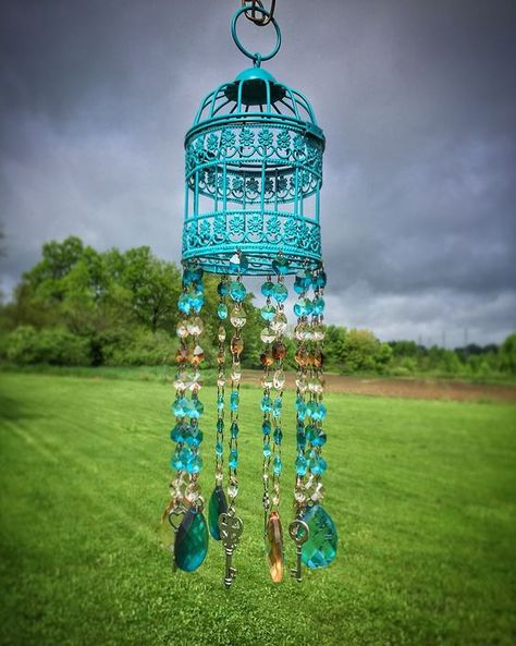 27 Wind Chime Cool Ideas DIY Everyone Should Try This Year #windchimes  #diywindchimes  #crystalwindchimes  #chimes