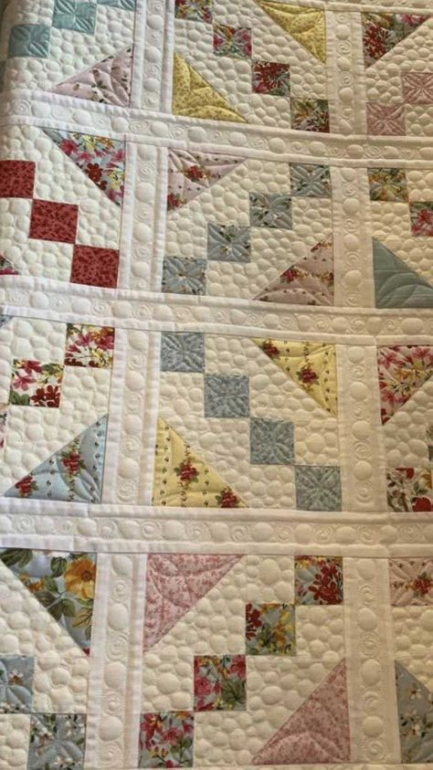 Vintage Scrappy Quilts Ideas You Will Love from Scrappy Quilts Vintage Scrappy Quilts has such a fantastic eye for integrating scraps right into really efficient patchworks! Colchas Quilting, Scrappy Quilt Patterns, Jellyroll Quilts, Lap Quilts, Scrappy Quilts, Small Quilts, Free Motion Quilting, Machine Quilting, Quilting Projects