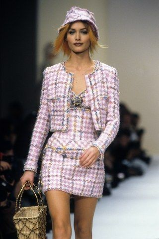 Chanel Spring 1994 Ready-to-Wear Fashion Show - Chanel Runway – Shades of Pink -