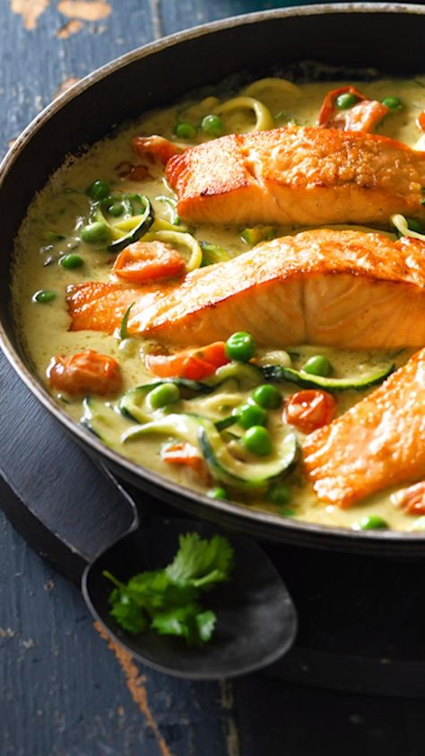 Thai Salmon Recipe, Salmon Recipes, Seafood Recipes, Thai Cooking, Cooking Recipes, Healthy Recipes, Easy Weeknight Meals, Quick Meals, Meal Ideas