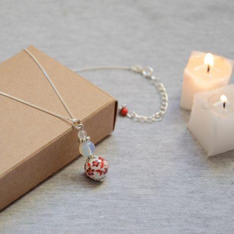 Collier/ Sautoir argenté 925 à chaîne argent et perle rouge céramique et pierre…