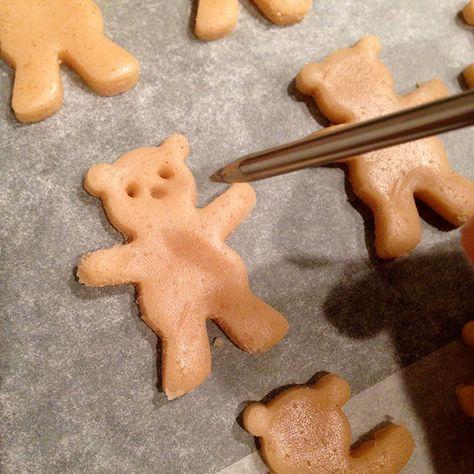 Maak je eigen knuffelende berenkoekjes! #beer #koekje #recept #teddybeer   www.Fluzzy.nl