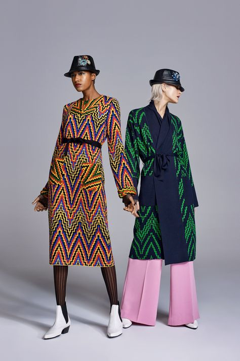 The complete Duro Olowu Fall 2018 Ready-to-Wear fashion show now on Vogue Runway. #FashionTrends2018