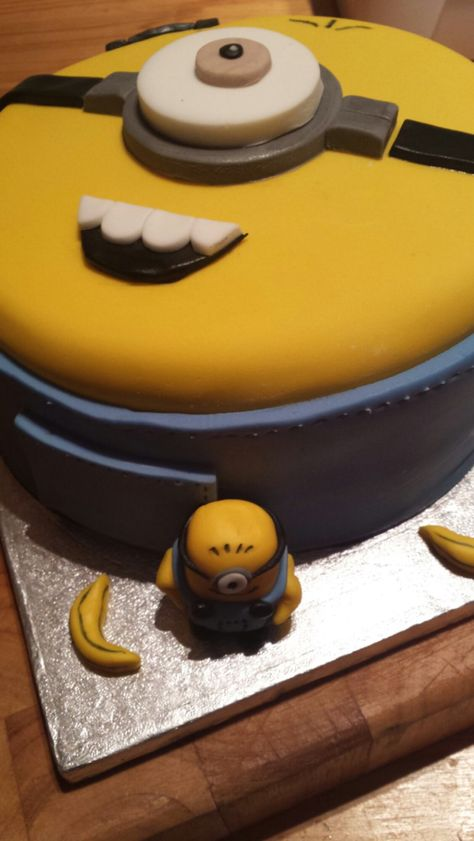 Tremendous Pin By Ammarae Groh On Food Disney Cakes Minion Birthday Cake Cake Funny Birthday Cards Online Unhofree Goldxyz